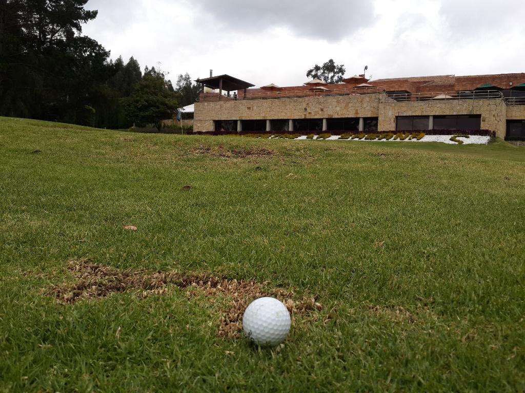 Campo de golf del Club Campestre La Sabana / Hoyo 14 // Foto: Nación Golf